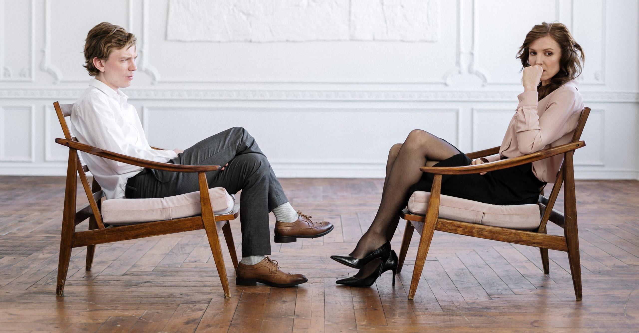 Mann und Frau im Bett, beide haben keine Lust auf Sex